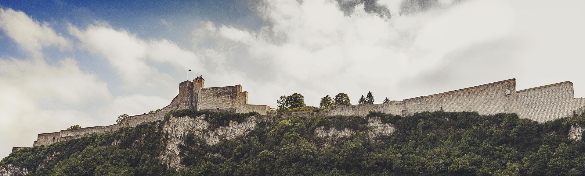 Photographie plein format de la citadelle de Besançon par le rat l'ours graphiste