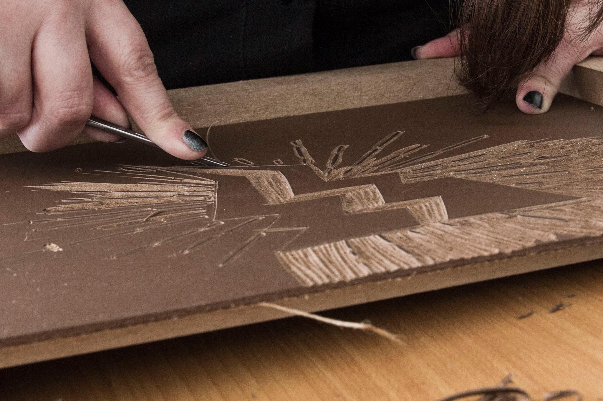 """Photo du travail de la lithogravure pour l'activité de couture d'une créatrice Bisontine """"Holy storm Création"""" par le rat et l'ours graphiste."""