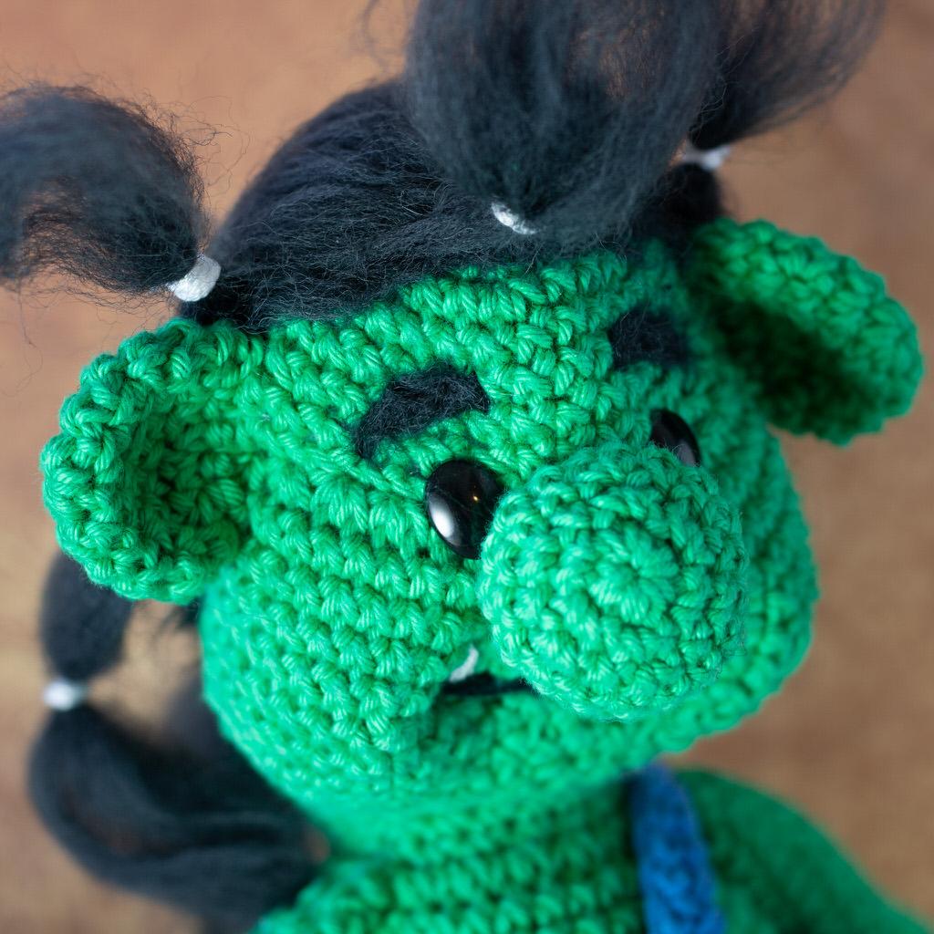 """Photo de proche du visage de la Mascotte de l'événement """"Troll in game"""" faites entièrement en crochet par le rat et l'ours graphiste."""